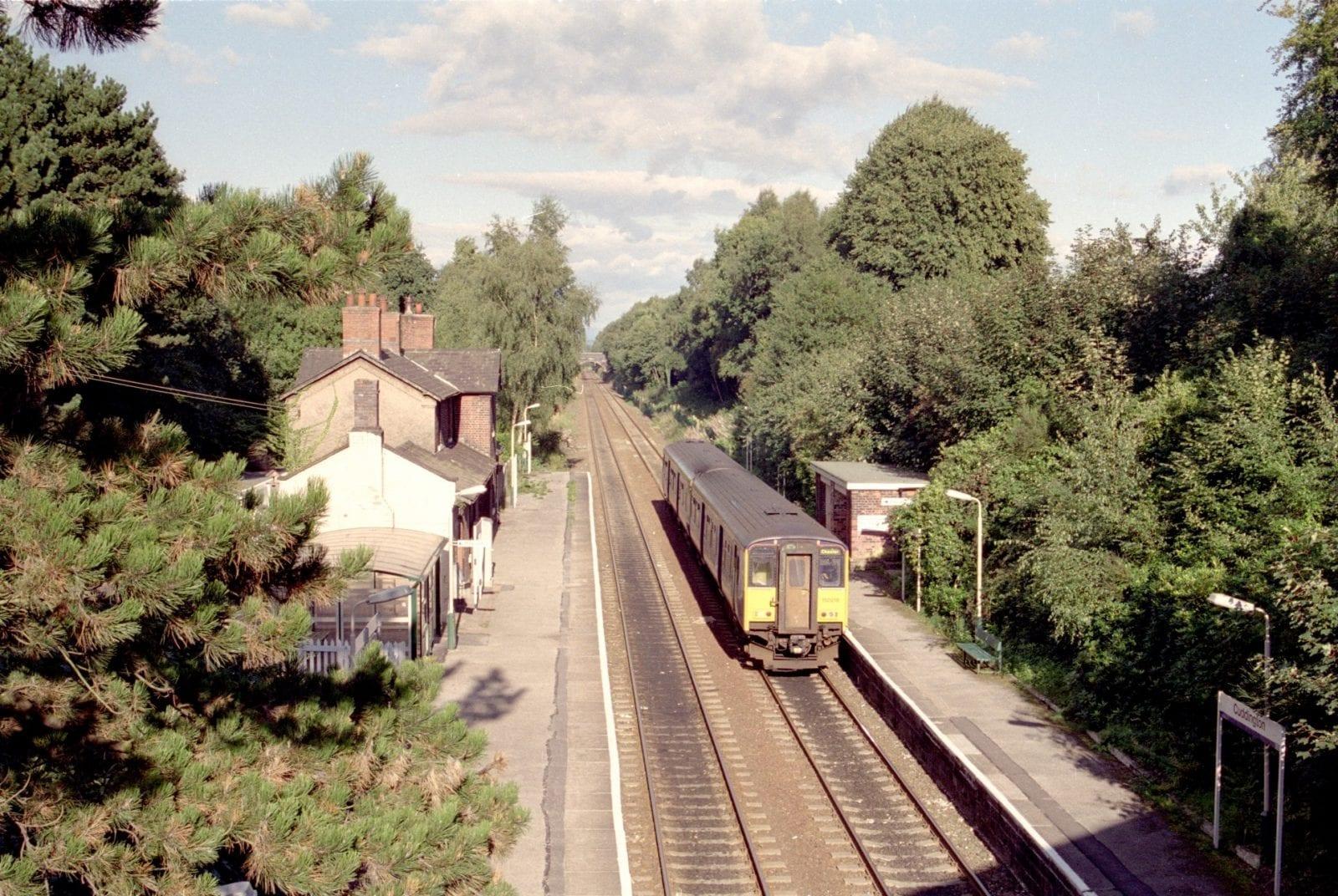 150 218 leaving Cuddington for Chester  9 September 2001<br />©2021 MCRUA