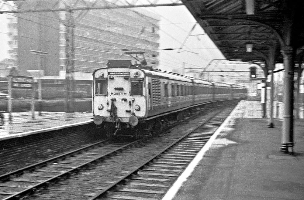 M 28571 Altrincham MSJ&AR unit arriving Altrincham platform 1 in 1971 <br />©2021 Bob Avery